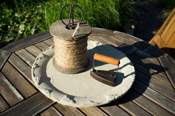 Snöre-på-betongfat