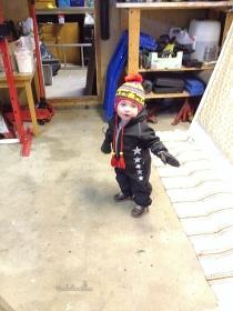 Hjälper-farfar-i-garaget