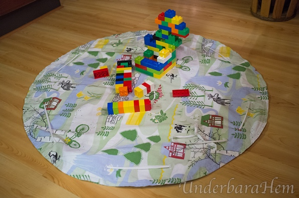 Legopåse-på-golvet