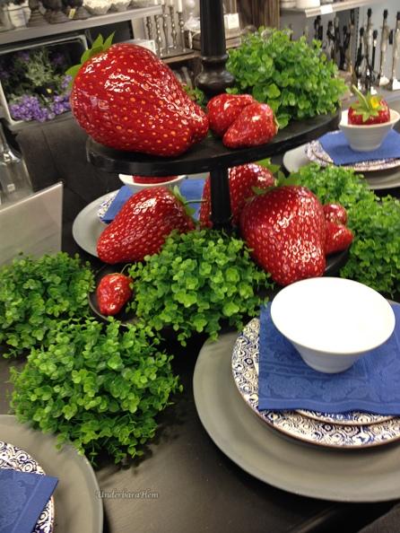 Jordgubbar-på-bord