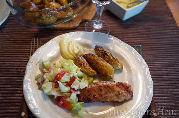 Kyckling-marinerad-i-smör&rapsolja-på-tallrik