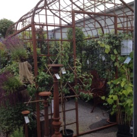 Pergola i järn eller växthus i kanalplast!