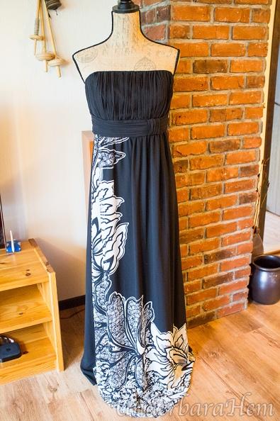 Svart-vit-klänning