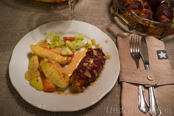 Fylld-kycklingfille-med-smak-av-basilika-och-vitlök-på-tallrik