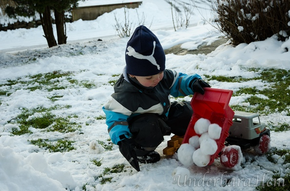Millian-tippar-snöbollar