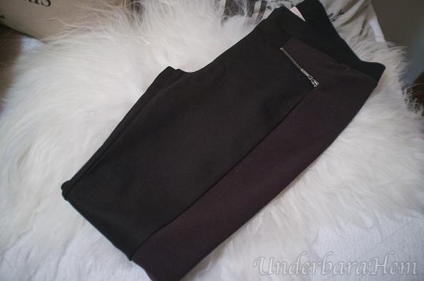 Svarta-byxor-med-revärer
