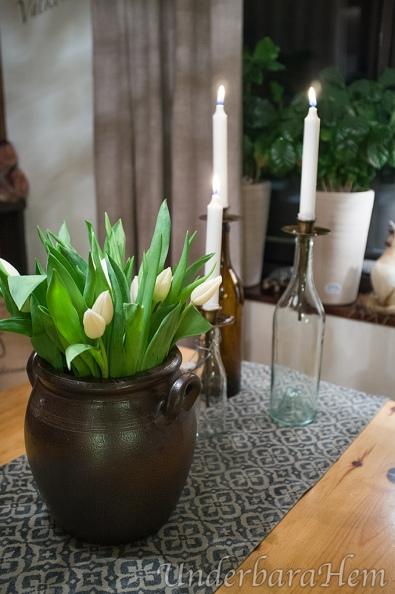 Vita-tulpaner-höganäskrus