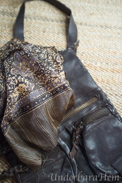 Halsduk-väska