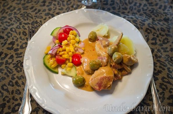 Kycklinggryta-med-chipotle-och-chili-på-tallrik