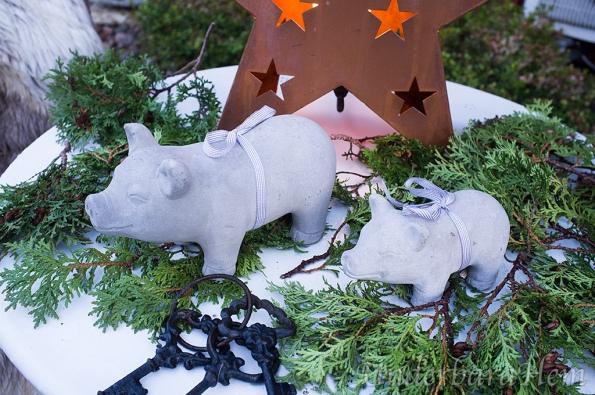 Två-grisar-vid-entrén