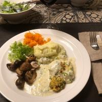 Parmesangratinerad torskrygg med vitlöksmos och sallad!